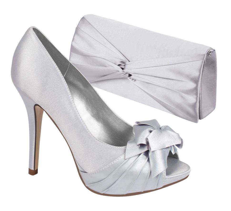 Zdjęcie torebki i damskich butów do katalogu.