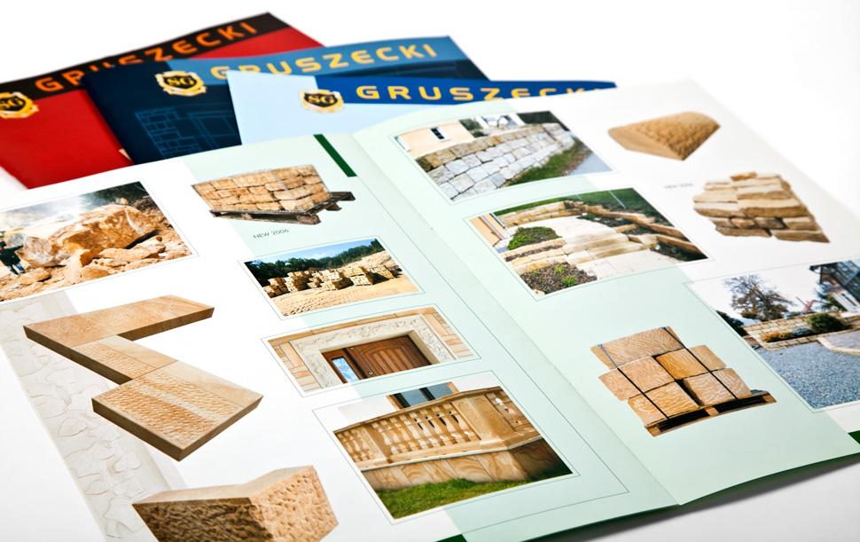 Folder produktowy z elementami z piaskowca