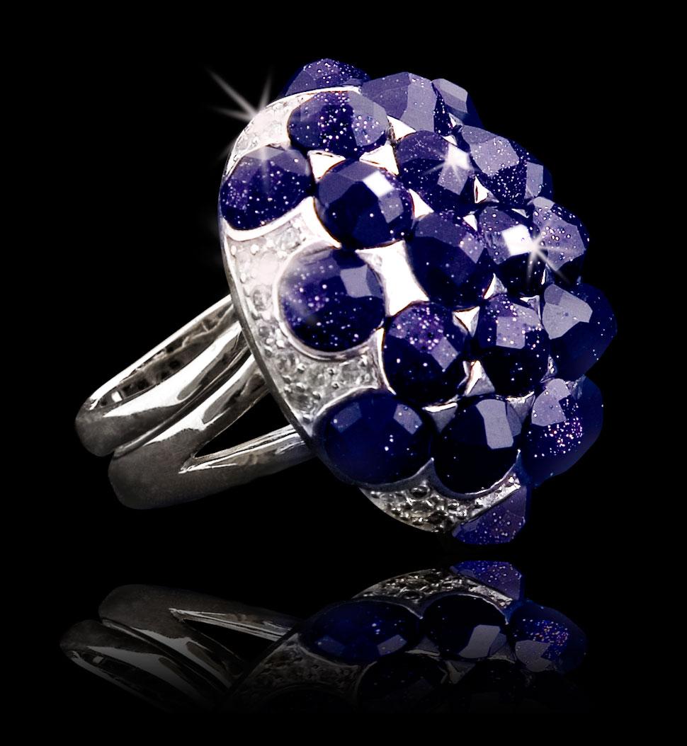 Zdjęcie katalogowe pierścionka z szafirami.